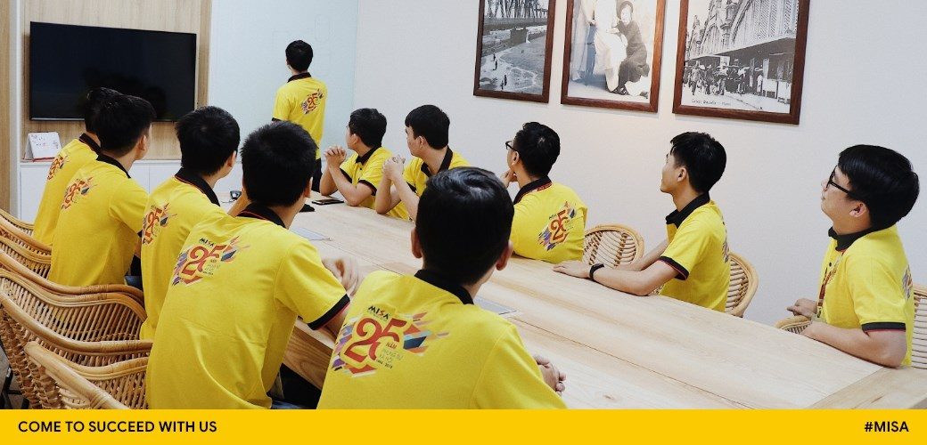 Chương trình đào tạo đầy đủ và chuyên nghiệp bổ sung kiến thức, kỹ năng cho từng đối tượng cụ thể:  Học viên, Nhân viên, Quản lý lãnh đạo...